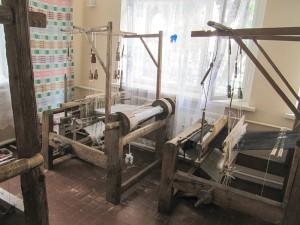 Работающий ткацкий станок из Музея ткачества