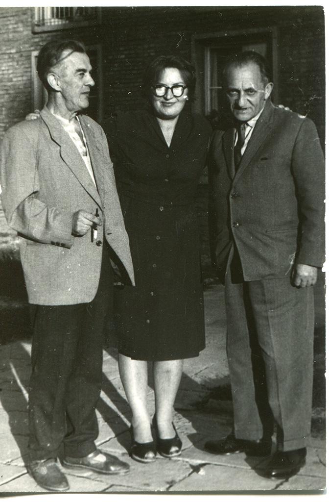 Слева - Стефан Свентковский (Stefan Swentkowski) и его жена Ирена, справа - Бронислав Берг (Bronislaw Witold Zalcberg)